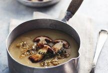 Una confortevole zuppa calda / brodo e zuppe