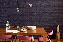 malowana ceglana ściana