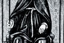 Tarot - Iso Arkana - 2 Ylipapitar / Italialainen Guglielma Bohemialainen k. 1281, uskoi, että Kristuksen toinen tuleminen tapahtuisi vuonna 1300, jonka jälkeen ainoastaan naiset hallitsisivat paaveina. Sisar Manfreda Visconti valittiin ensimmäiseksi naispaaviksi. Sisar Manfreda poltettiin roviolla vuonna 1300 katolisen kirkon toimesta. 150 vuotta myöhemmin Viscontin suku teetätti tarot-kortit, joiden joukossa on kortti, jossa on nainen nunnan kaavussa istumassa ja paavin hiippa päässään.