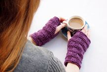 Free Knitting Patterns Gloves, fingerless gloves, mittens and wristlets / All free #knitting patterns to make gloves, fingerless gloves, mittens, arm warmers and wristlets. Easy and intermediate patterns you will enjoy making up quickly.