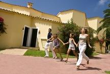 Marinda Garden Aparthotel *** / Hotel familiar ubicado en Cala'n Bosch, Menorca. A pocos kilómetros de Ciutadella, este hotel formado por bungalows acogedores y totalmente equipados convertirá tus vacaciones en unos días totalmente inolvidables.