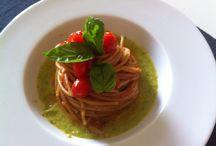 Spaghetti al pomodoro / Spaghetti with tomato sauce and zucchini
