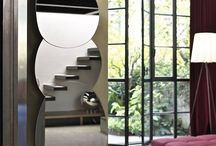 I complementi che ti completano: Gli Specchi / Trasforma il tuo specchio in un oggetto d'arredo! Se molti anni fa lo specchio era solo un oggetto funzionale, oggi è considerato un vero e proprio elemento che definisce lo stile di una stanza. Inoltre gli specchi sono elementi strategici quando gli ambienti hanno dimensioni ridotte: possono creare un gioco di luci e ombre e ridare vita anche ad angoli nascosti della casa. Verticali, ovali e dalle forme insolite, gli specchi Bontempi Casa offrono l'imbarazzo della scelta.