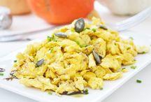 Frühstück / Auf der Beliebtheitsscala von Frühstücksrezepte stehen Müsli, Cornflakes, frisches Obst, Vollkornbrot, Toast und Joghurt an erster Stelle. Auch üppige Speisen wie Schinken, Käse oder ein weich gekochtes Ei werden vorallem an Wochenenden serviert.