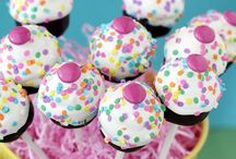 Pops and Balls / Cake pops and cake balls / by Mara Hornby