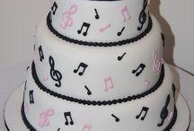 Fav wedding cakes / by Sara Monday