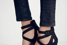 Sepatu bertumit