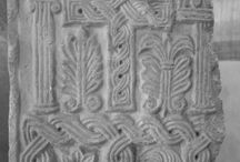 Lombardia IX sec.Transenna.Croce e motivi fitomorfi / Arte lombarda IX sec. Transenna con croce e motivi fitomorfi da Brescia. Firenze, fondazione Romano in S. Spirito