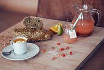 Breakfast and afternoon teas / Desayunos y meriendas completas y servidas con mucho mimo.