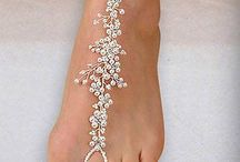 Beach Wedding Foot Jewelry / From beads to sandals, it's about your style - from head to toe - and we love foot fashion for beach weddings! Boho Chic to Flashy Fashionista, your Beach Wedding deserves some Foot Jewelry...