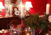 Happy Holidays Decor / Brighten your dining area, family room and entryway with pretty festive wallpapers. Goes great with holiday decorations and will look great year-round too.