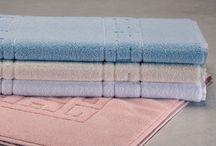GREEK - kúpeľňové predložky z froté bavlny / Kto by nechcel urobiť svoj prvý krok po relaxačnej sprche na jemnú kúpeľňovú predložku? Kúpeľňové predložky GREEK v širokej škále farieb sa hodia do každej kúpeľne.