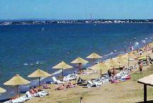 Kiadó Tengerparti Apartmanok Zadar Riviera Olcsón! www.horvatapartman.eu / Ti, kik még nem voltatok idén a Tengerparton !?  Tessék kihasználni a tengerparti Nyarat,Vár a Zadar-i Riviera! Azonnali foglalás itt : Zadar Attila Rácz  vagy a Honlapunkon : www.horvatapartman.eu Kiadó Tengerparti Apartmanok Zadar Riviera Olcsón !csoportunk Apartman-albumokkal:  https://www.facebook.com/groups/1327638613936773/ Ossza meg hogy ismerősei is lathassak