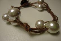 Bracelets. Sieraden sleutelhangers / Jewelry