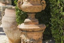 Garden pots and containers / by Joan Witter