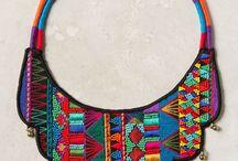 Textiles, joyas, tribal