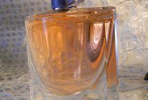 Szminka w szpilkach przed lustrem / sprawdzone kosmetyki, piękne zapachy, pielęgnacja