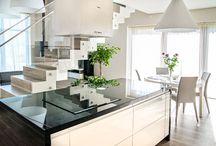 Glaslösningar / AmberHouse tillverkar: glasräcker, glas över köksbänken, duschvägger, glasväggar, glas dörrar, glas skjutdörrar osv.