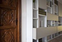 """MY WORK Elegance – Villa Collina / Le linee di regalità sabauda di questa villa sulla collina torinese sono state valorizzate dalla semplicità dei colori quali cioccolato, cipria chiaro e bianco; per lasciar trasparire l'eleganza della dimora. Il tavolo di vetro e legno è stato creato per il cliente. Nel progetto di questa abitazione, Giorgia Mirabella si è occupata della scelta e fornitura di mobili, tutti acquistabili presso il suo showroom """"The Secret Home"""", dello studio colore, dei tessuti e dei tendaggi."""