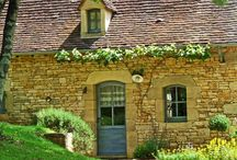 French Life Style, doll's house in Sarlat - La Petite Borde / Open fire, sinks and stairs made of stone from the region, oak frame, poplar flooring and chestnut wood fittings: all of the traditional ingredients for a holiday where wellbeing rhymes with beauty and simplicity.