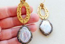 Bigiotteria con perle e pietre naturali