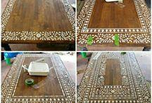 Mesa de madera decorada con flores pintadas tipo árabe