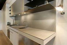 Bancadas | Tables / Os nossos acabamentos são perfeitos para pisos e paredes, mas também podem revestir outros elementos do seu ambiente, como as bancadas. Inspire-se e escolha o seu preferido.