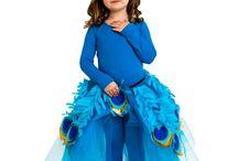 Ella Kostüme