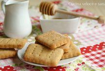 Biscotti e pasticcini / by Laura Sargent