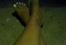 Follow my legs / Photoshouting my legs