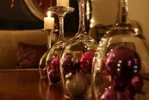 DIY Christmas Decorations / Simple, inexpensive Christmas decorations you can make yourself to decorate your home or to give as gifts.
