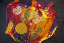 Unique silk painting  / Flowers in particular are my speciality. Chinese art also interests me. In some of my work I use the design techniques of famous artists. Van Gogh, Climt, Dali, Mucha, Kandinsky have all inspired me. However, I find painting on silk the most interesting form of expression. In addition to this, I also pursue other forms of art. My creations will make delightful gifts which are made with love and care. Why not treat yourself or someone else to such a rare present?