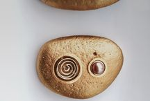 Gold stones