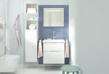 Eqio / Eqio is for people who like things to be practical yet still rich in variety. It brings together the extraordinary burgbad bathroom design with premium quality materials, varied combination options, clever details and, above all, outstandingly good value. All you need to do is start choosing your fittings. Wash stands made from mineral cast, ceramic and glass. Or plenty of storage space and variety when it comes to surfaces. You will soon see that Eqio is as versatile as life itself.