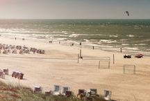 Strände Norderney / Die Strände auf Norderney  An vier verschiedenen Badestränden können Urlauber auf Norderney das Meer in vollen Zügen genießen. Finden Sie mit unserem Strand-Guide den idealen Badestrand für Ihren Urlaub im Hotel MeerBlickD21.