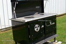 wood cook stove / praktisk peiskos på kjøkkenet