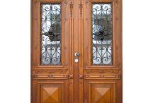 Historische Haustüren und Fenster