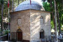 tomb'