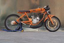 CROhete / La CROhete es una dragster realizada a partir de un chasis Puch minicross, preparada para correr en línea recta.