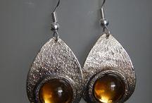 Collection Goutte / Une collection colorée en forme de goutte: Colliers et boucles d'oreilles