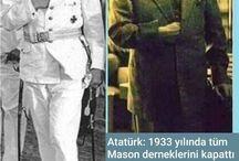 Atatürk'ün sağ elini ceketinin içine sokması