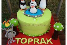 Madagascar Penguin cakes