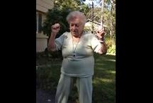 Make me laugh videos / by Laura Deni