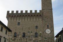 Scarperia / Scarperia bevindt zich in de Mugello streek in de regio Firenze en is vooral bekend om zijn prachtige paleis Palazzo dei Vicari en zijn productie van messen. Het dorp behoort tevens tot de mooiste dorpen van Toscane