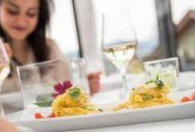 South Tyrolean Food Experience / Erleben Sie Genussmomente der Extraklasse in den besten Hotels in Südtirol. Die Südtiroler Küche verbindet alpine Vielfalt mit mediterranen Aromen und sorgt so für unvergessliche Geschmackserlebnisse. Frische, regionale und saisonale Produkte bester Qualität runden Ihren Gourmeturlaub in Südtirol ab!