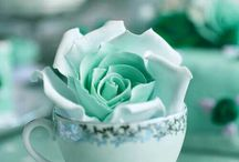 MInt Green Wedding Inspiration / Using seasonal flowers and foliage create that perfect look for a summer wedding