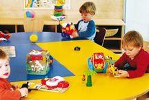 Mobiliario escolar / Habilita tu espacio de trabajo con un mobiliario alegre y funcional. Adecuado al tamaño de los niños y con una gran resistencia.