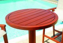 Linha Huara / A nova mesa bistrô Huara é toda confeccionada em madeira resistente às intempéries, uma grande opção de complemento para peças em tons madeirados.