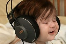 Super Headphones / Bass, beat and melody into your ear.To music lovers, DJs and broadcasters with love.