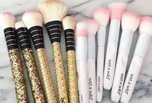 || Make-up tools ||